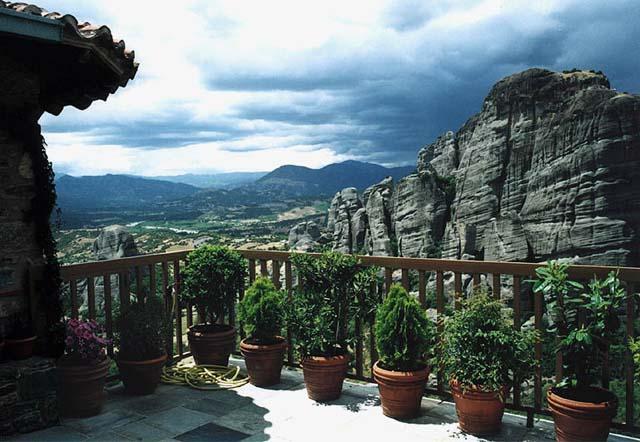 Zdj�cia: klasztor �w. Barbary, Meteora, Widok z klasztornego tarasu, GRECJA