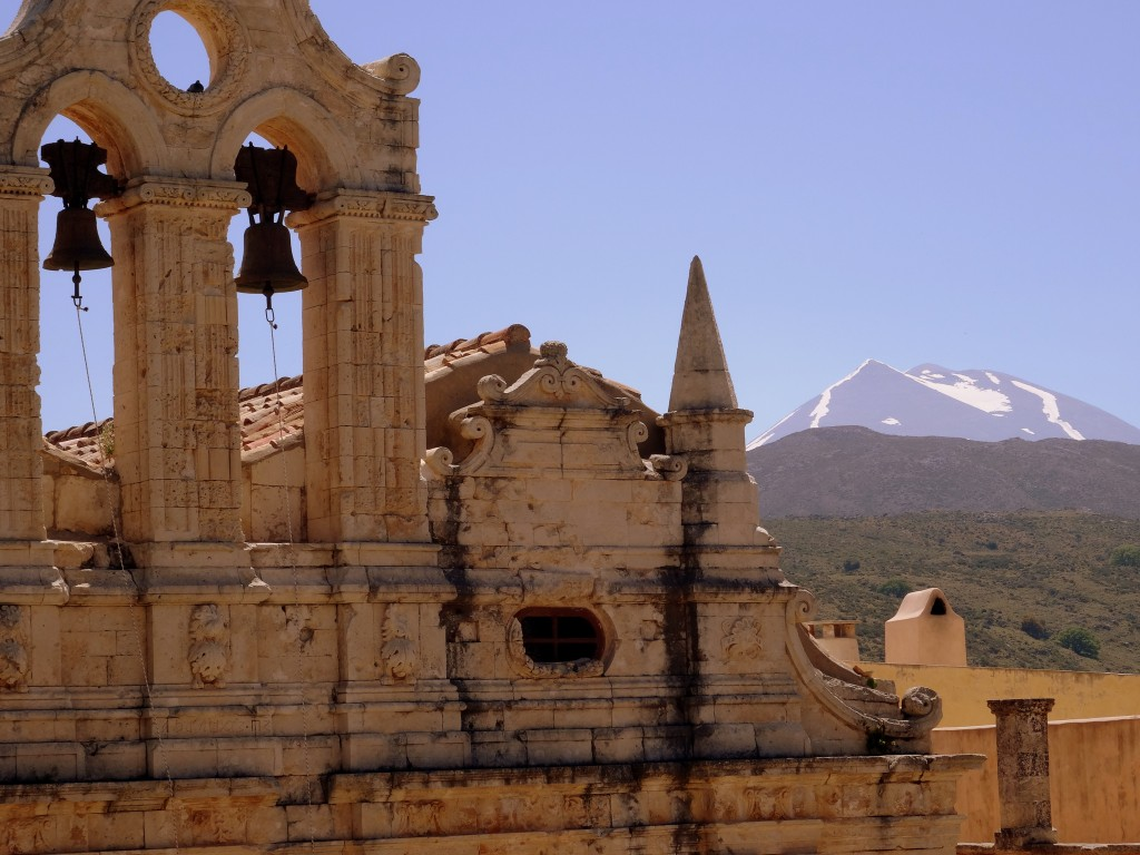 Zdjęcia: Moni Arkadiu, Kreta, Z górą w tle , GRECJA