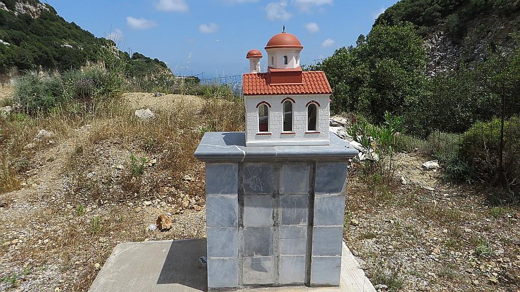 Zdjęcia: okolice Rethimnonu, Kreta, przydrożna kapliczka, GRECJA