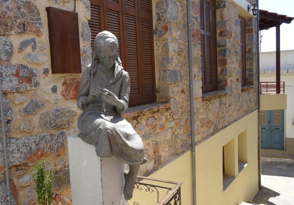 Zdjęcia: Kritsa, Kreta Wschodnia, Pomnik Szydlarki w Kritsie, GRECJA