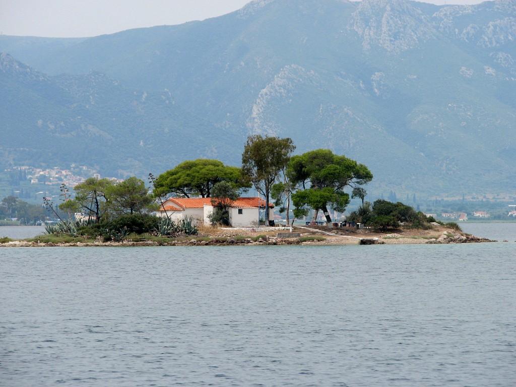 Zdjęcia: gdzieś blisko wyspy Poros, morze Egejskie, Wysepka, GRECJA