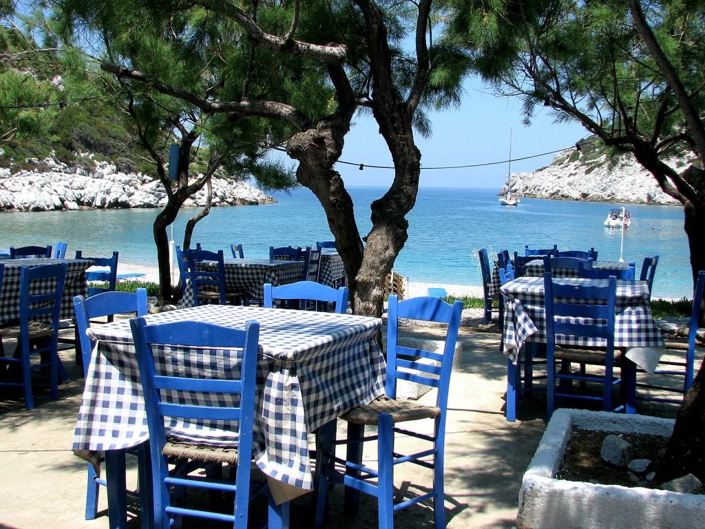 Zdjęcia: wyspa Hydra, morze Egejskie, Knajpka na plaży, GRECJA