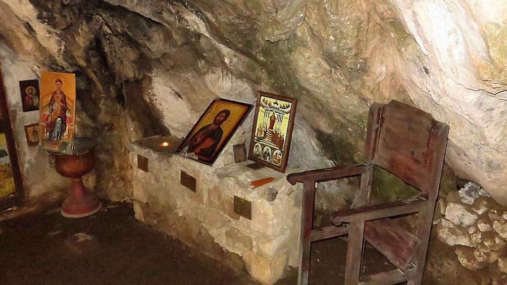 Zdjęcia: wąwóz Topolia, Kreta, kościółek w grocie, GRECJA