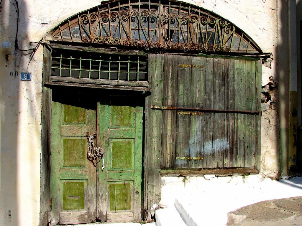 Zdjęcia: Poros, Morze Egejskie, Zielone drzwi, GRECJA