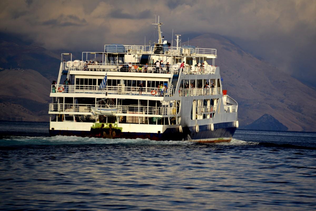 Zdjęcia: Korfu, xxx, Prom płynący do Albanii, GRECJA