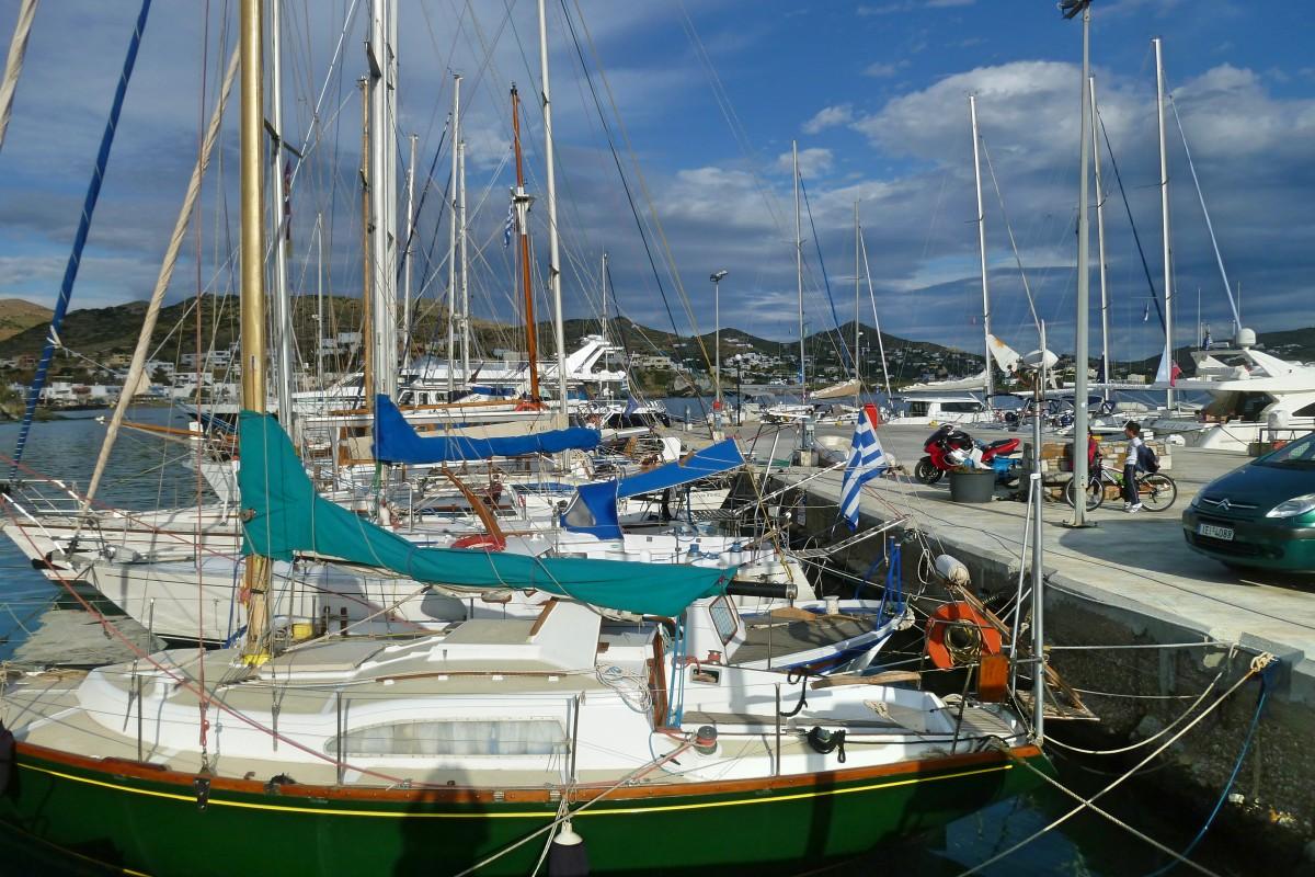 Zdjęcia: Finikas, Syros, Port to jest poezja.., GRECJA