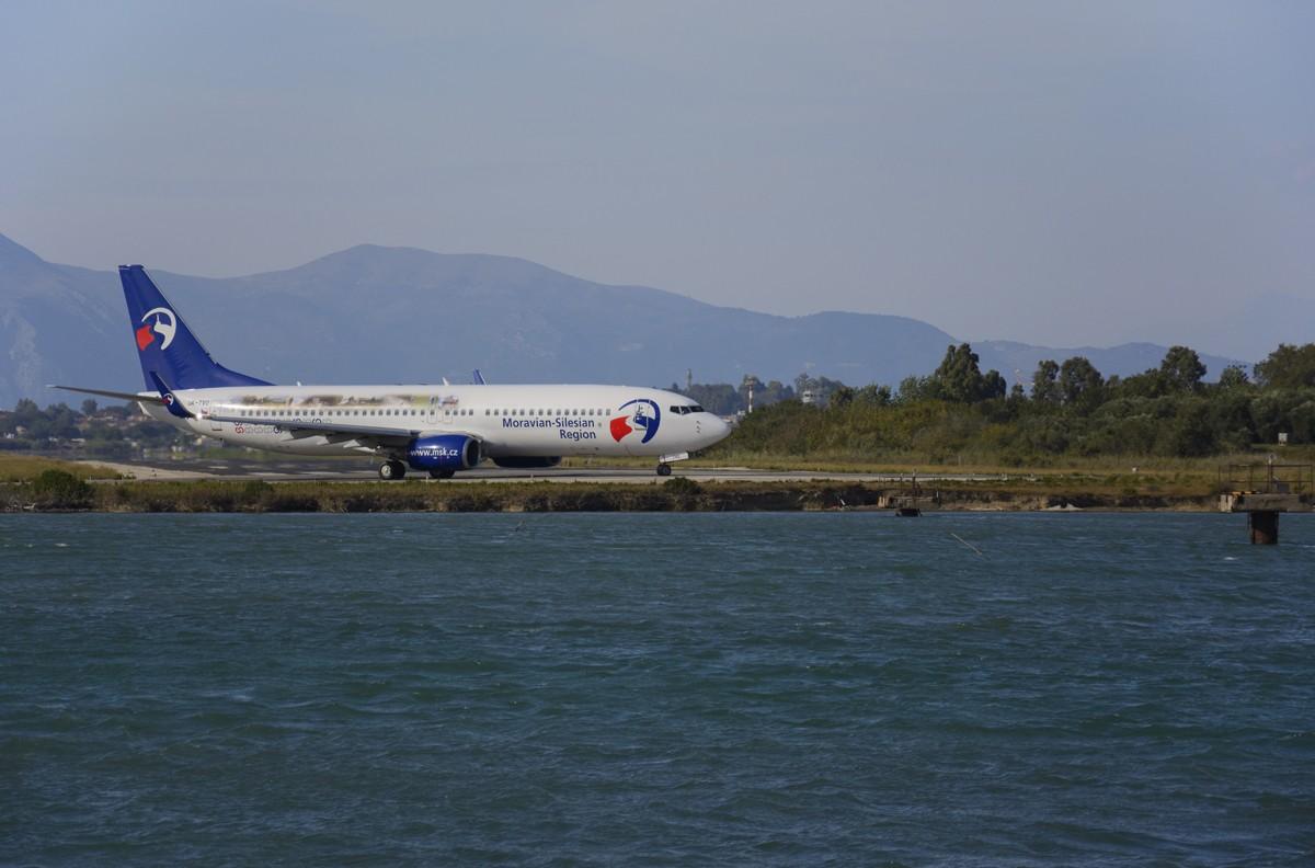 Zdjęcia: płyta lotniska na Korfu, Korfu - Wyspy Jońskie, tuż...tuż.., GRECJA