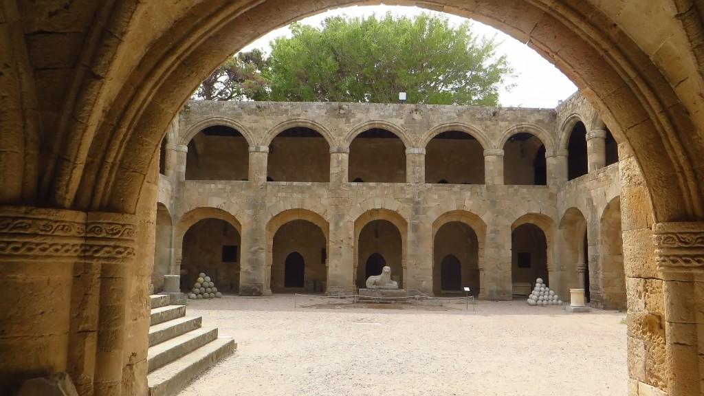 Zdjęcia: Wyspa Rodos - Rodos, Archipelag Dodekanez, Muzeum Archeologiczne - dziedziniec, GRECJA