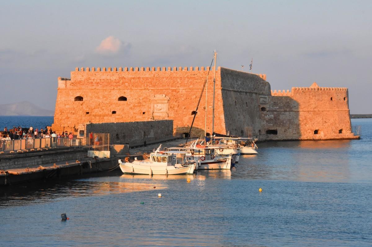 Zdjęcia: Heraklion, Kreta, Mury obronne portu weneckiego w Heraklionie, GRECJA