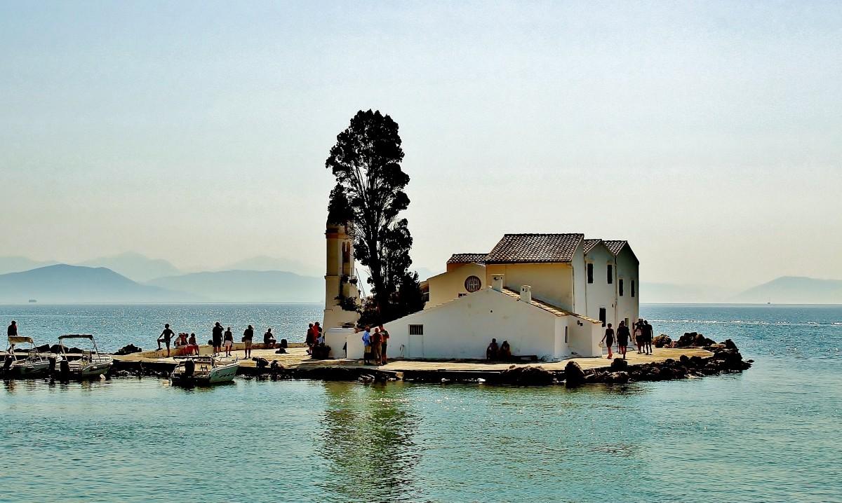 Zdjęcia: Korfu, Wyspy Jońskie, Monastyr Vlacherna z XVII wieku na półwyspie Kanoni, GRECJA