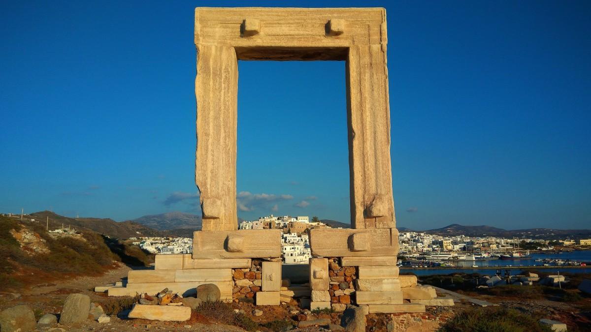 Zdjęcia: Naksos, Cyklady, Portara - niedokończona świątynia Apollina, GRECJA