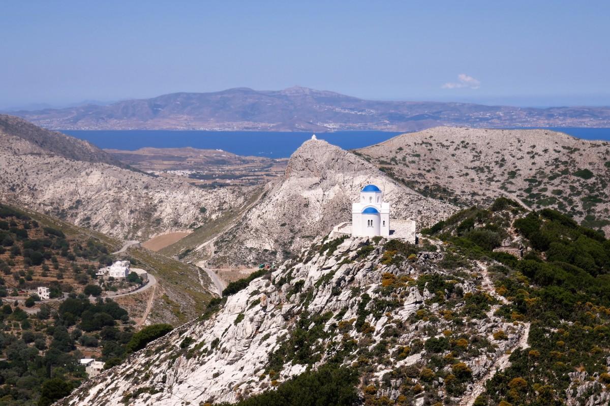 Zdjęcia: Naksos, Cyklady, Na Cykladach ma się wrażenie, że kościołów jest niemalże tyle, co mieszkańców, GRECJA