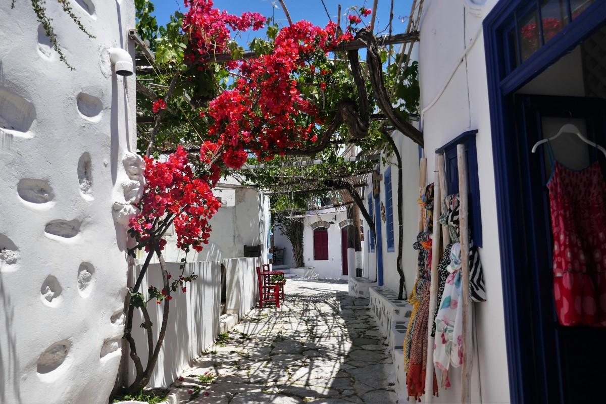 Zdjęcia: Wyspa Amorgos, Cyklady, Chora - typowa uliczka cykladzkiego miasteczka, GRECJA