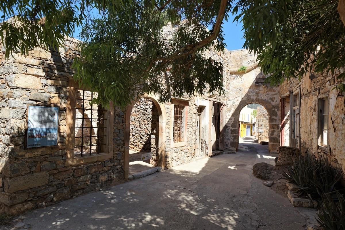 Zdjęcia: Spinalonga, wyspa trędowatych, Kreta, Budynki leprozorium, GRECJA