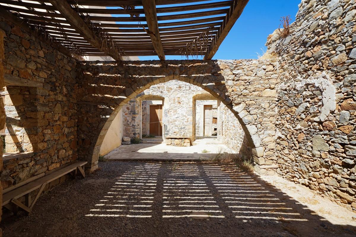 Zdjęcia: Spinalonga, wyspa trędowatych, Kreta, Światło i cień, GRECJA