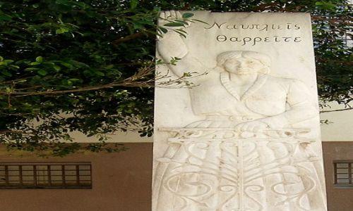 GRECJA / Peloponez / Nauplion / Kobieta pozdrawiająca