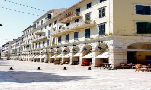 GRECJA / Korfu / Korfu / Główna, namorska ulica Korfu