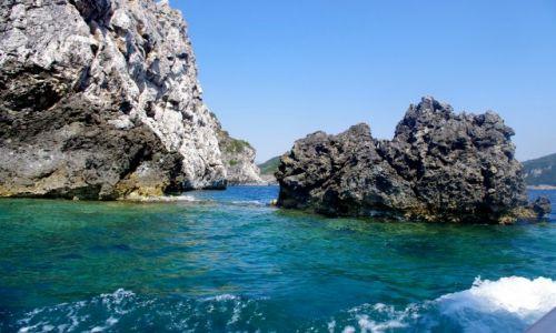GRECJA / Korfu / Zatoka Paleokastritsa / Widok na skałki