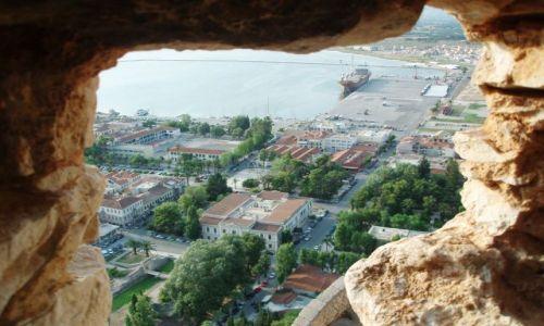 Zdjecie GRECJA / Peloponez / Nauplion; Fortyfikacje powstałe w XVIII w. / Widaczek z twierdzy na miasto