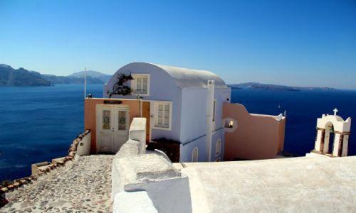 Zdjęcie GRECJA / Santorini / Oi / Dom nad urwiskiem