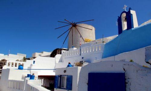 Zdjęcie GRECJA / Santorini / Oi / mały biały domek