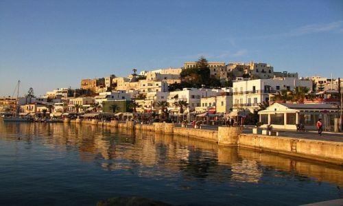 GRECJA / Cyklady / Naksos / port o zachodzie słońca