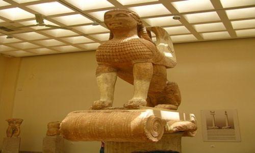 GRECJA / Fokida / Delfy muzeum archeologiczne / sfinks z Naksos