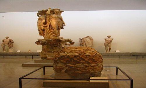 Zdjęcie GRECJA / Fokida / Delfy muzeum archeologiczne / omphalos