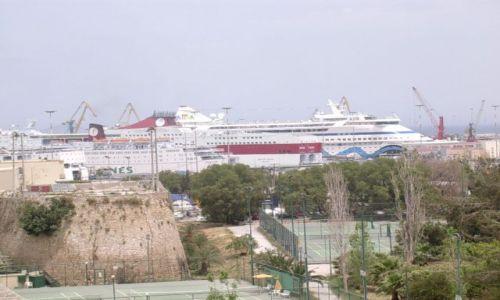 Zdjęcie GRECJA / Kreta / Heraklion / Statek zasłonił trochę horyzont...