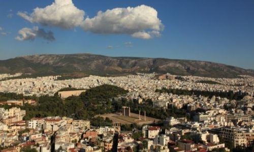 Zdjęcie GRECJA / Ateny / Olimpiejon / Chmury nad świątynią Zeusa Olimpijskiego