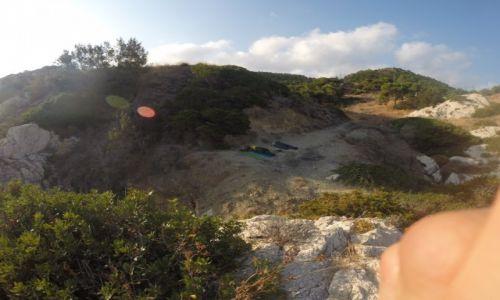 GRECJA / Rodos / Amiros Skala / Widok osób śpiących z pozycji morza
