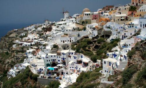 Zdjecie GRECJA / Santorini / Oia / Miasteczko na zboczu