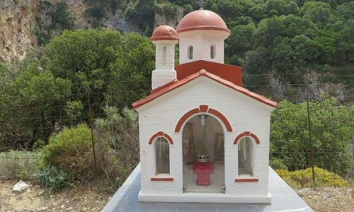 Zdjecie GRECJA / Kreta / okolice Rethimnonu / przydrożna kapliczka