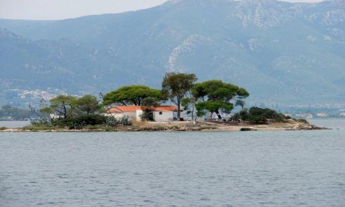 Zdjecie GRECJA / morze Egejskie / gdzieś blisko wyspy Poros / Wysepka