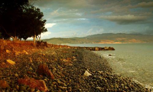 Zdjecie GRECJA / Kreta zach. / Tavronitis / Wzdłuż kamienistej plaży
