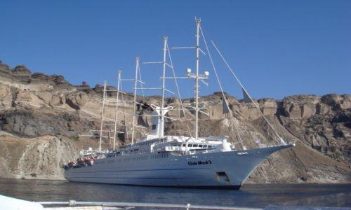 Zdjecie GRECJA / Santorini / Santorini / Statek i klif