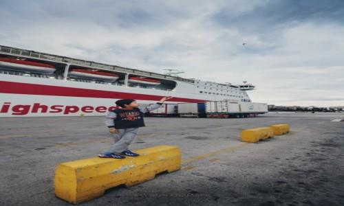 Zdjęcie GRECJA / Attyka / Pireus / Odrobina radości