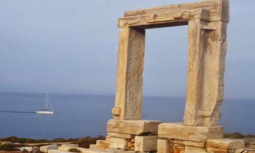 GRECJA / Cyklady / Wyspa Palatia / Brama Świątyni Apolla