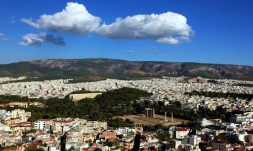 Zdjecie GRECJA / Ateny / Olimpiejon  / Obłok nad Świątynią Zeusa Olimpijskiego