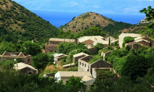 GRECJA / Korfu / Góra Pantokrator (906 m npm.) / Stare domy w wiosce Perithia