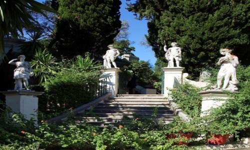 Zdjęcie GRECJA / Korfu / Achilleion, pałac Cesarzowej Sissi / Schody z asystą