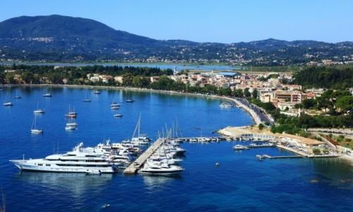 Zdjęcie GRECJA / Korfu / Stara Forteca / Widok na port jachtowy i port lotniczy (drugi plan)