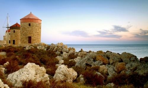 Zdjęcie GRECJA / Rodos / Port Mandraki  / Wiatraki przy porcie Mandraki