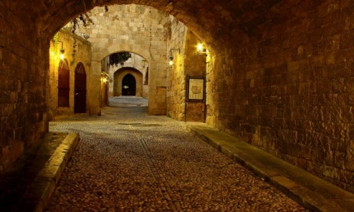 Zdjęcie GRECJA / Rodos / Port Mandraki  / Urokliwe uliczki Starego Miasta