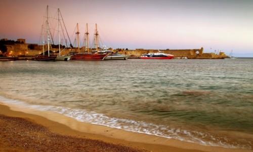 Zdjecie GRECJA / Rodos / Port Mandraki  /  Nad Zatoką Mandraki
