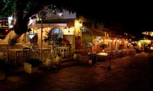 Zdjecie GRECJA / Rodos / Stare Miasto-Rodos / Oświetlone nocą wąskie uliczki stolicy wyspy.