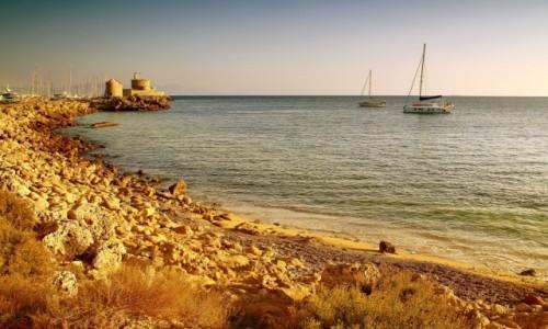 GRECJA / Rodos / Port Mandraki  / Poranek w porcie