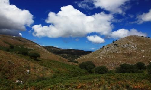 Zdjęcie GRECJA / Korfu / Perithia / Górki i chmurki
