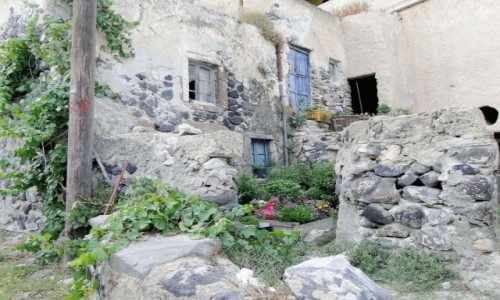 GRECJA / Santorini / Mesa Gonia / Opuszczona wioska.