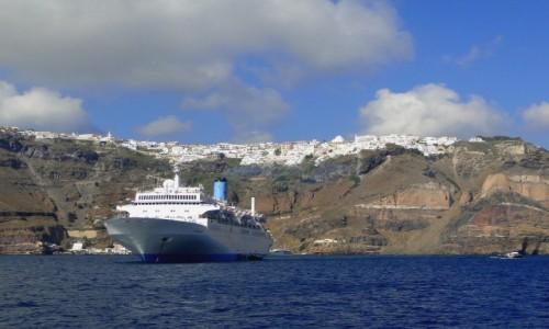GRECJA / Santorini / wybrzeże / U wybrzeży Santorini.